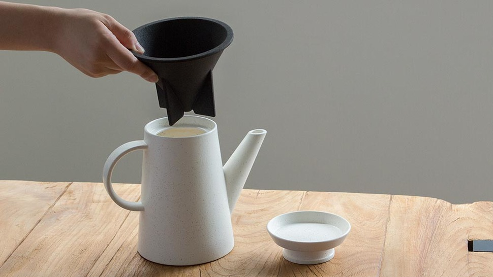 有田焼のコーヒーポットとコーヒードリッパー