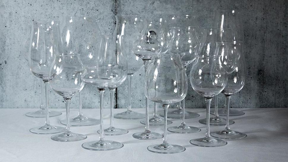 様々な形のワイングラス