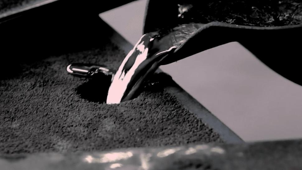 錫を方に流し込む