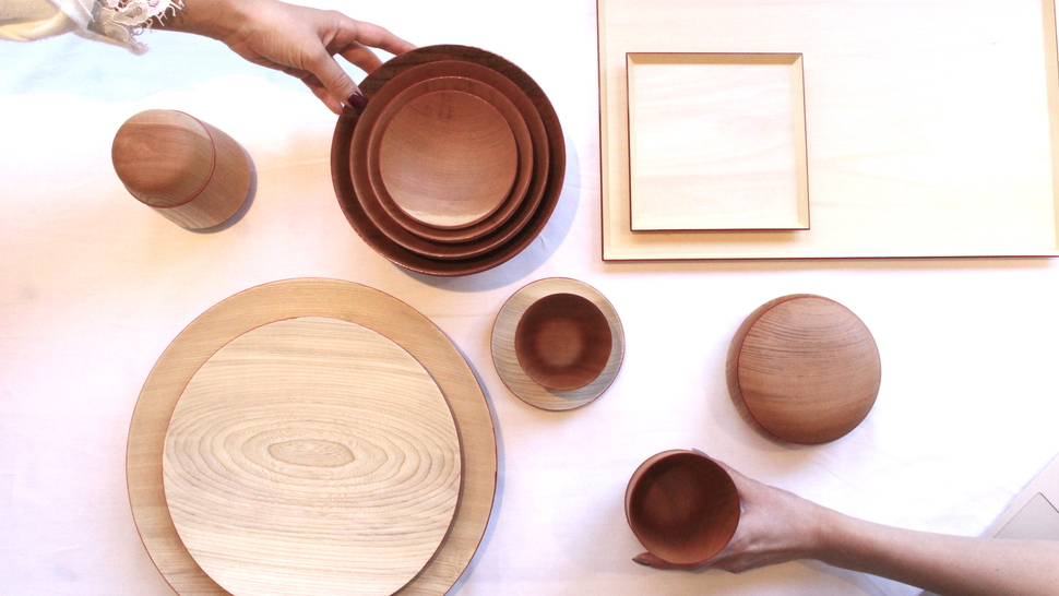木のテーブルコーディネート