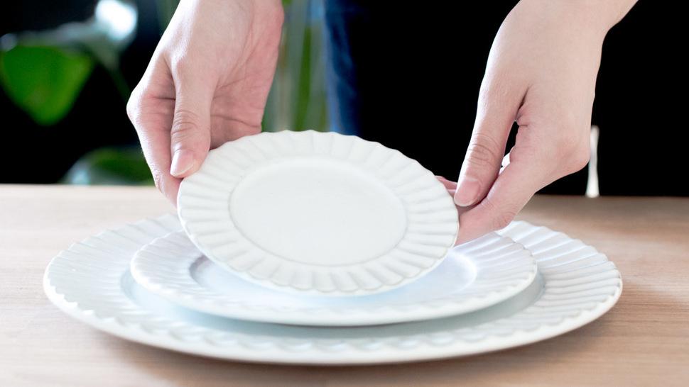 あたたかい印象を与える陶器 White リムプレート