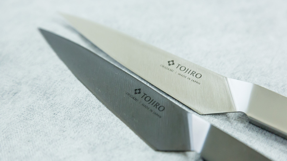 two-kitchen-knives-lined-up