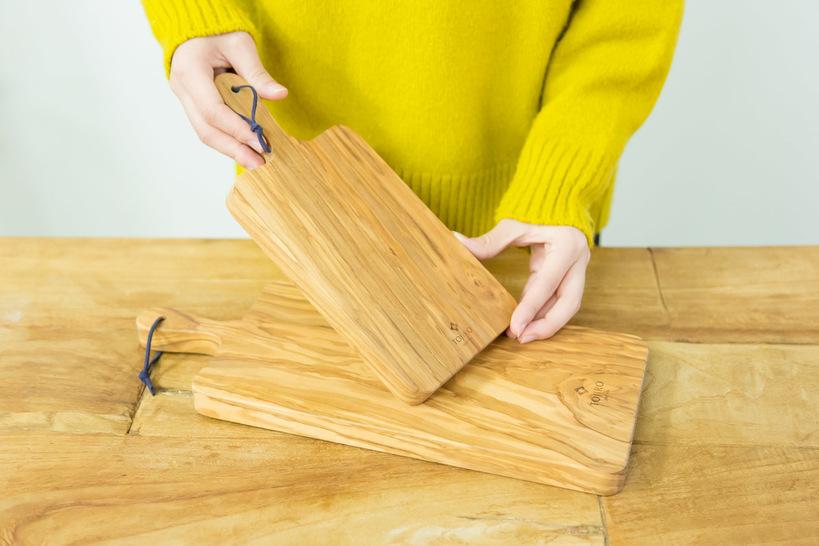 woman-holding-cutting-board