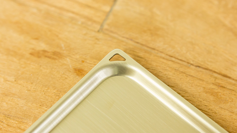 close-up-edge-of-tray