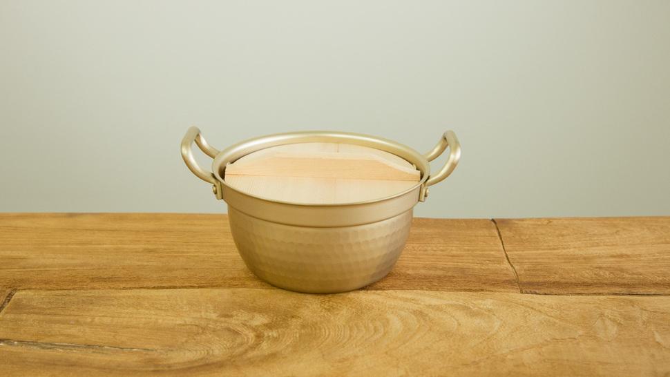 alumi-pot-on-the-table