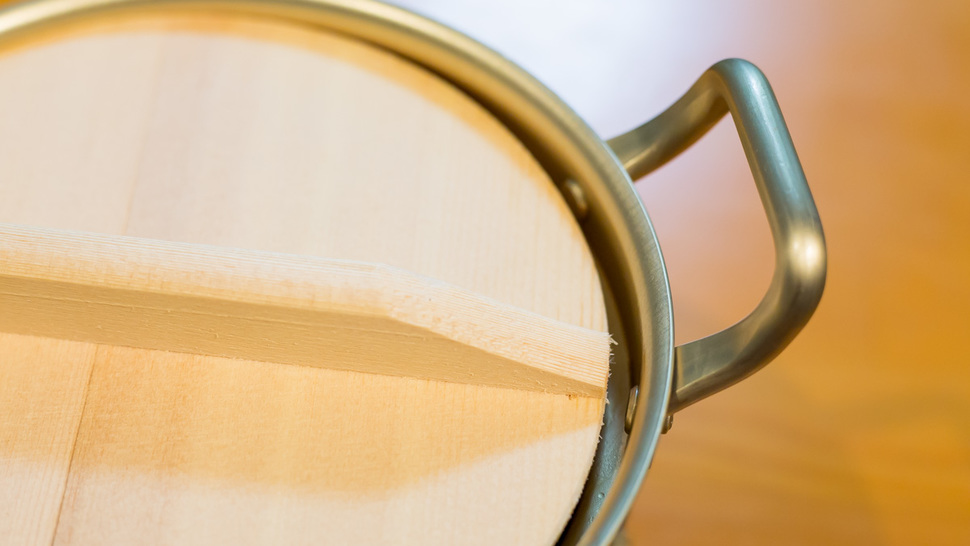 close-up-wooden-lid