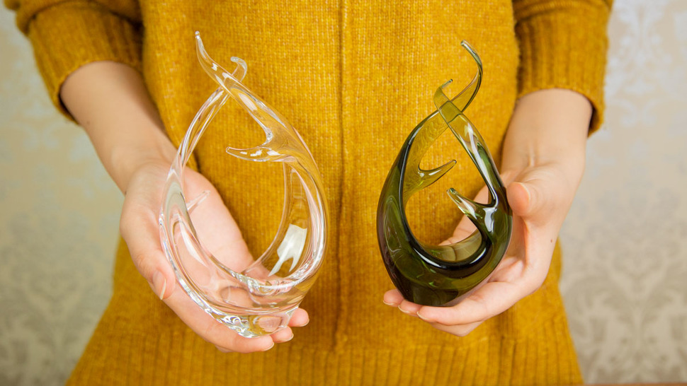 woman-hold-two-different-vases