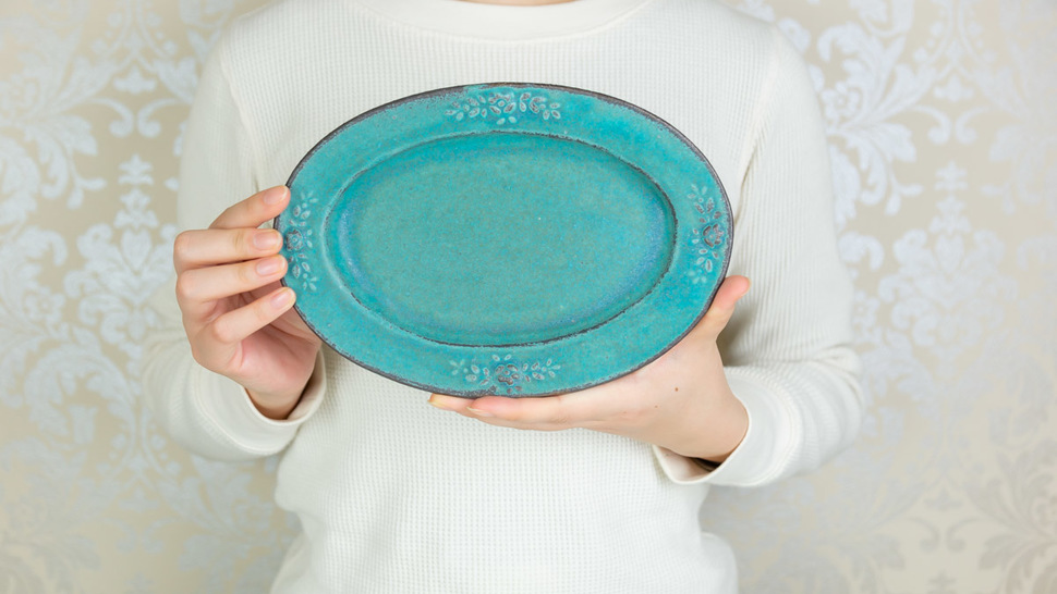 woman-hold-green-plate-with-hands