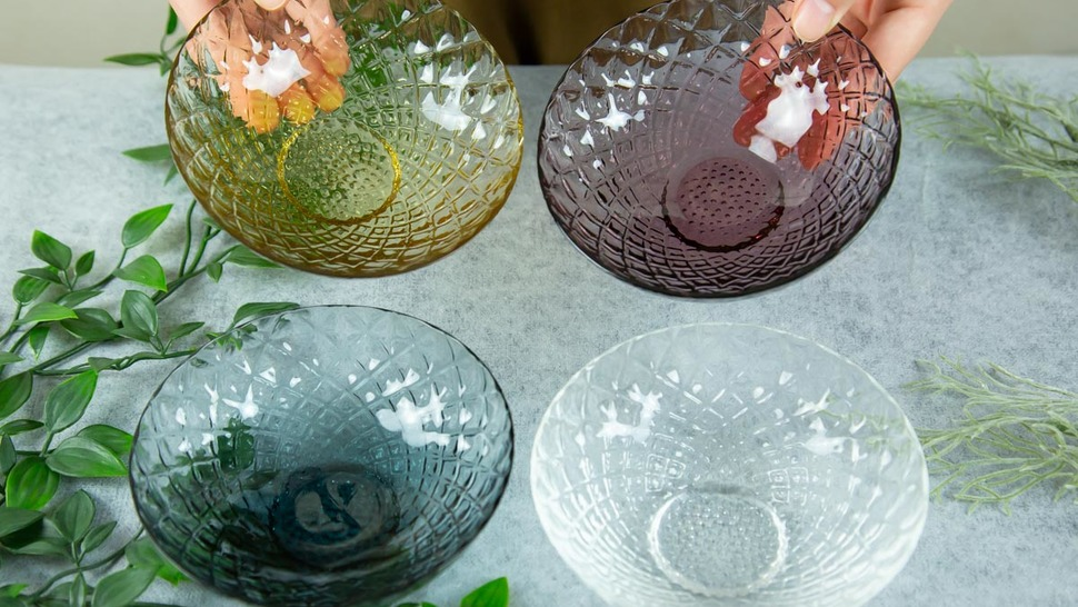 bowls-of-four-diffferent-colors