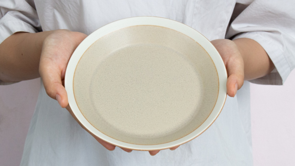 dishes-plate-180-holding