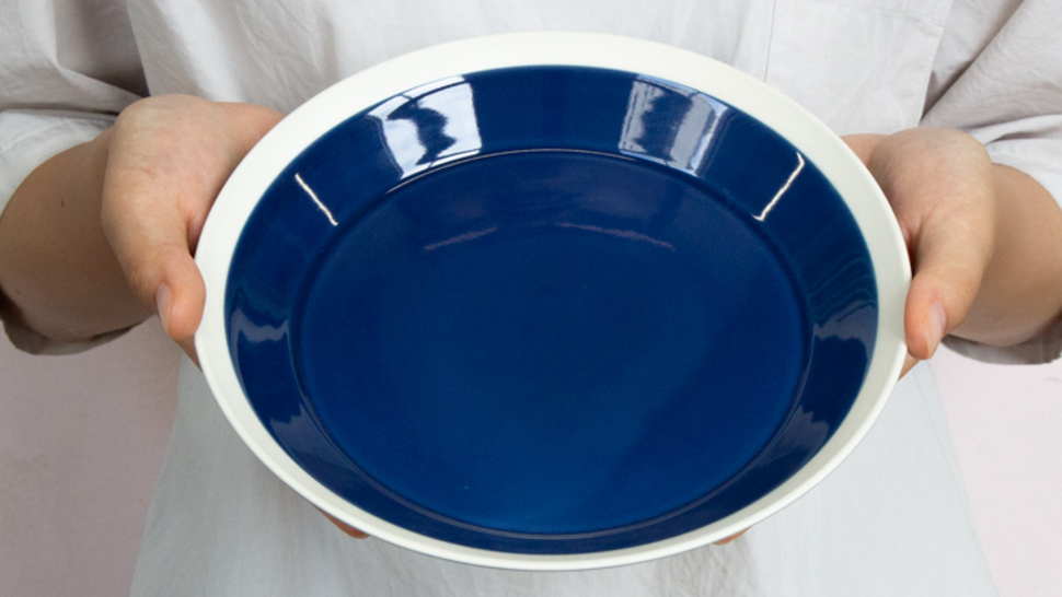 dishes-plate-200-holding