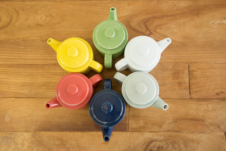 Commonポットは陶器素材のおしゃれなティーポット。選べる6色展開