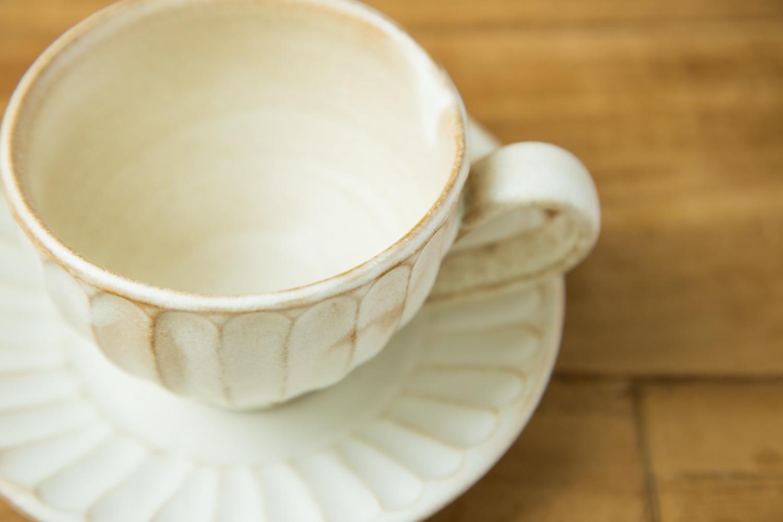 自然の温もりと安らぎをくれる益子焼のカップとソーサー