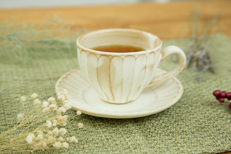 益子焼のおしゃれな食器で落ち着いたティータイムをkinariしのぎカップ&ソーサー