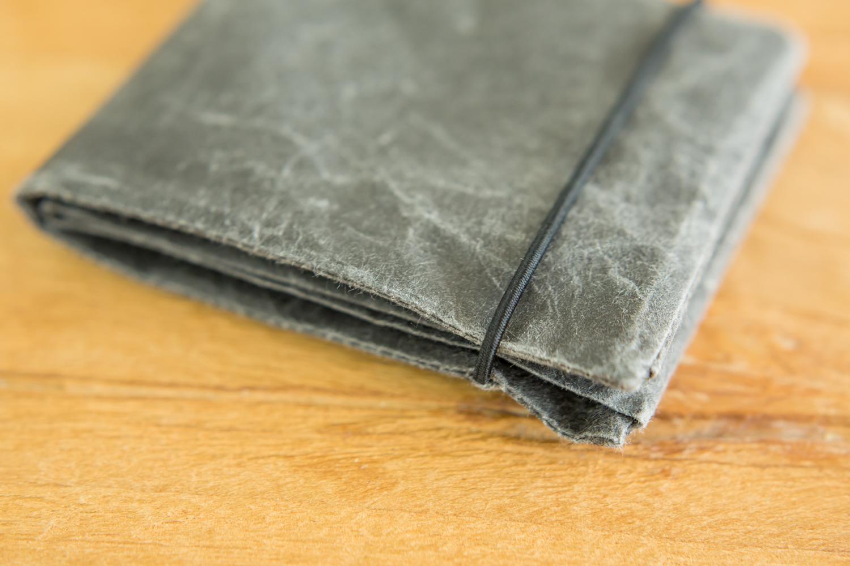 ポケットに収まるサイズと選べる6色
