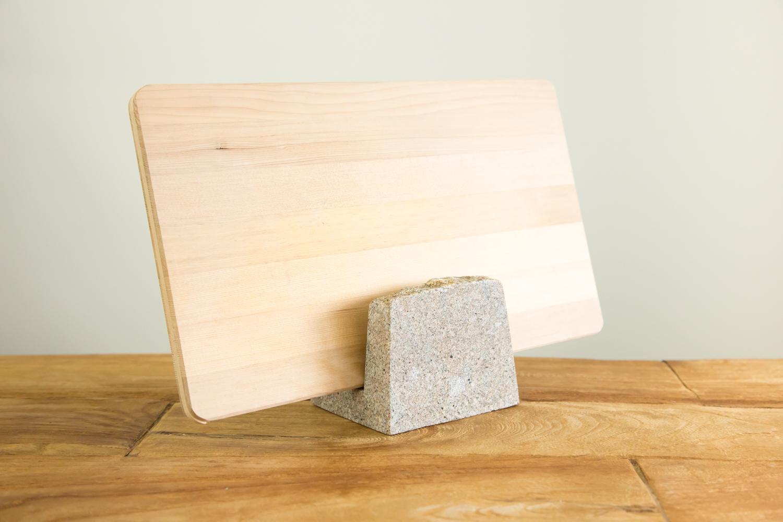 キッチンをグッとおしゃれにする石のまな板スタンド AJI PROJECT BANK