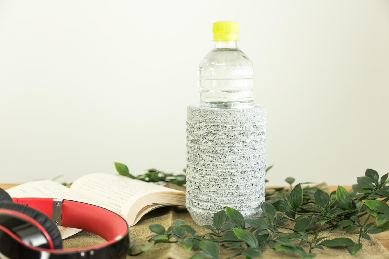 あるとうれしい石素材のペットボトルホルダーAJI PROJECTのWELL