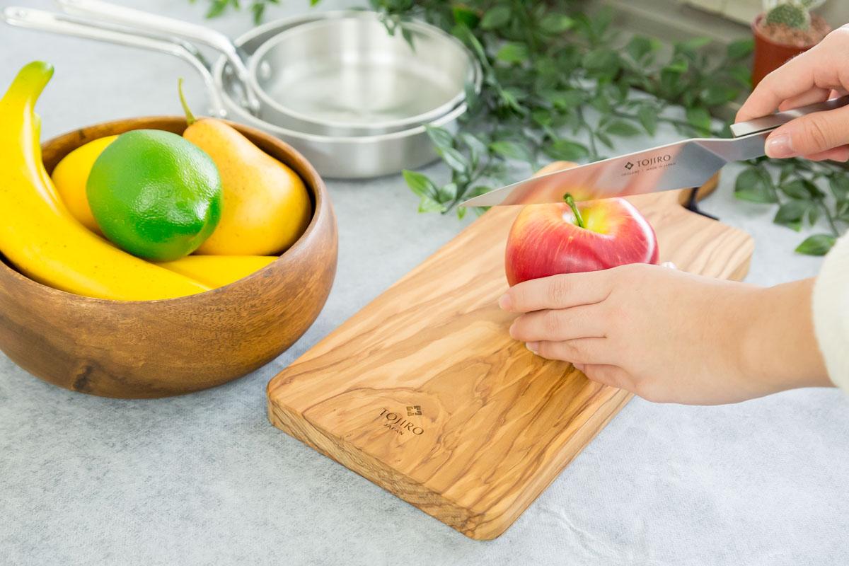 素材の美しさが映える木のまな板「オリーブカッティングボード」