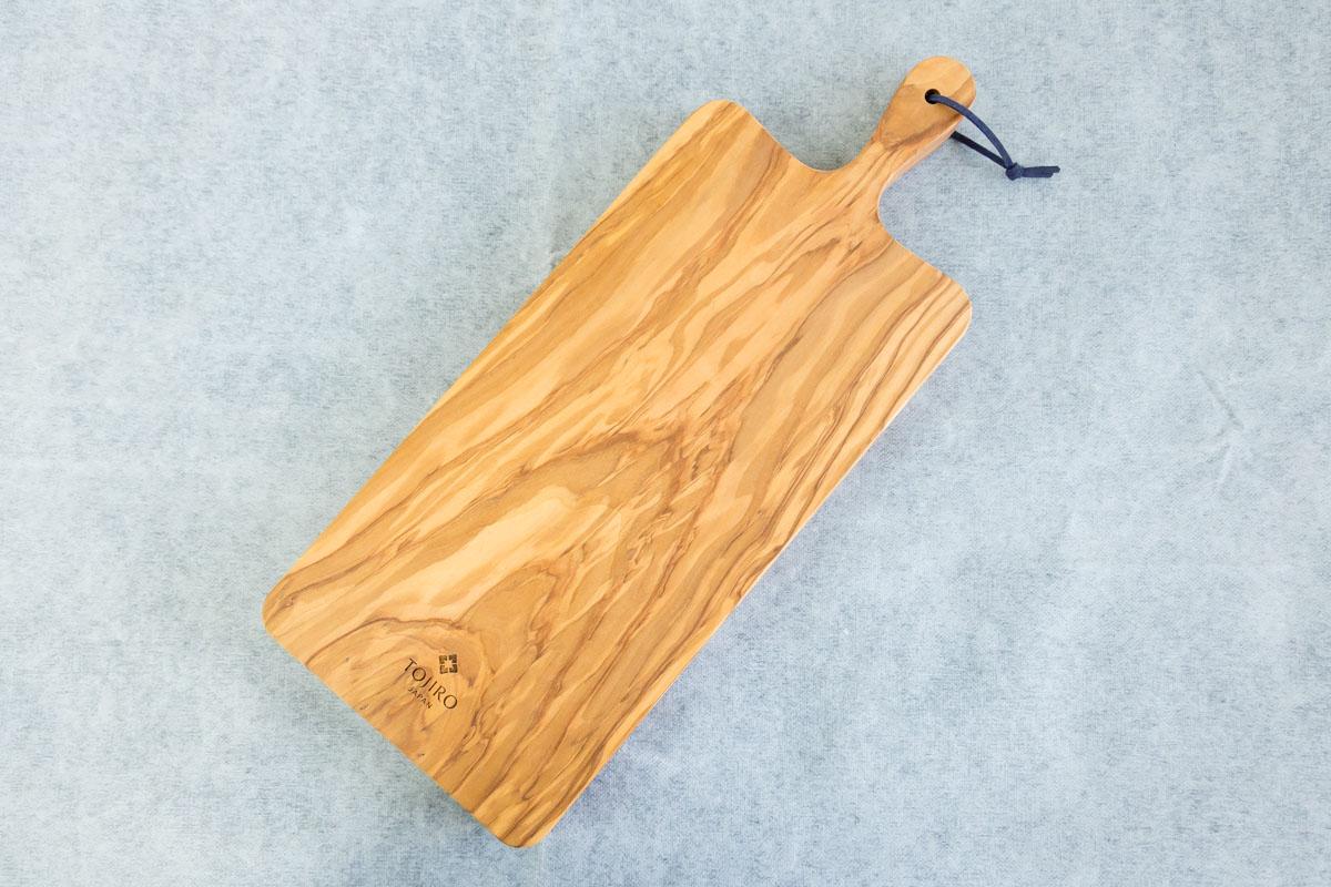 木製のシンプルなデザインのまな板