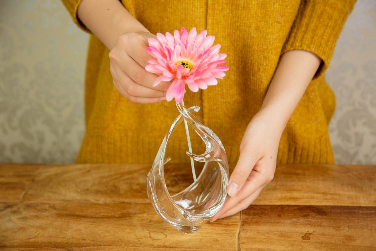 花を凛と美しく 挿すだけで様になるスガハラのガラス花瓶ランケ