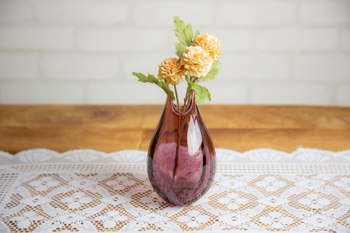 お部屋に芽吹くガラスの花瓶 花を飾りたくなるスガハラはるな