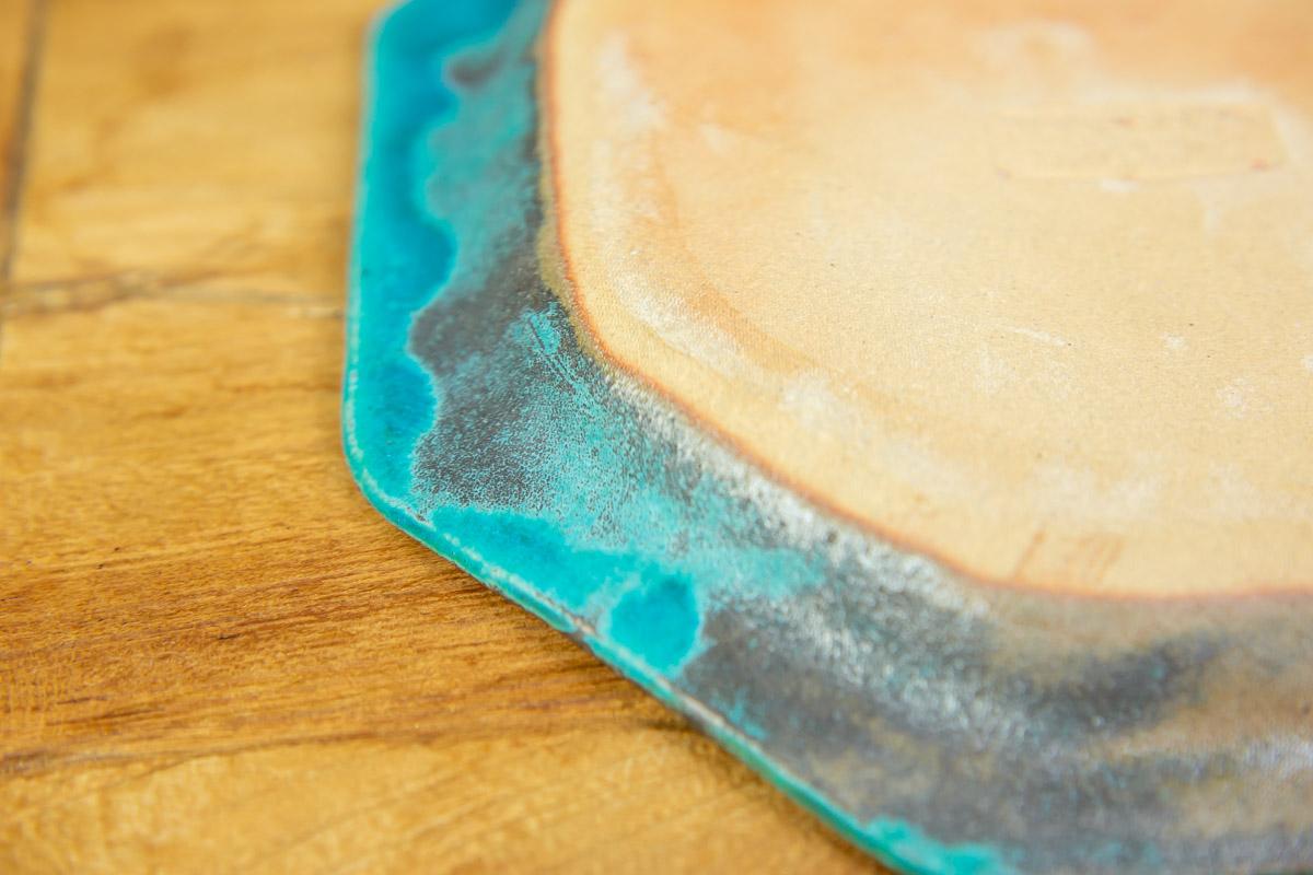 陶器素材の風合いに心安らぐ