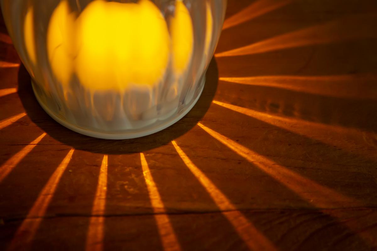 キャンドルのように灯るライト