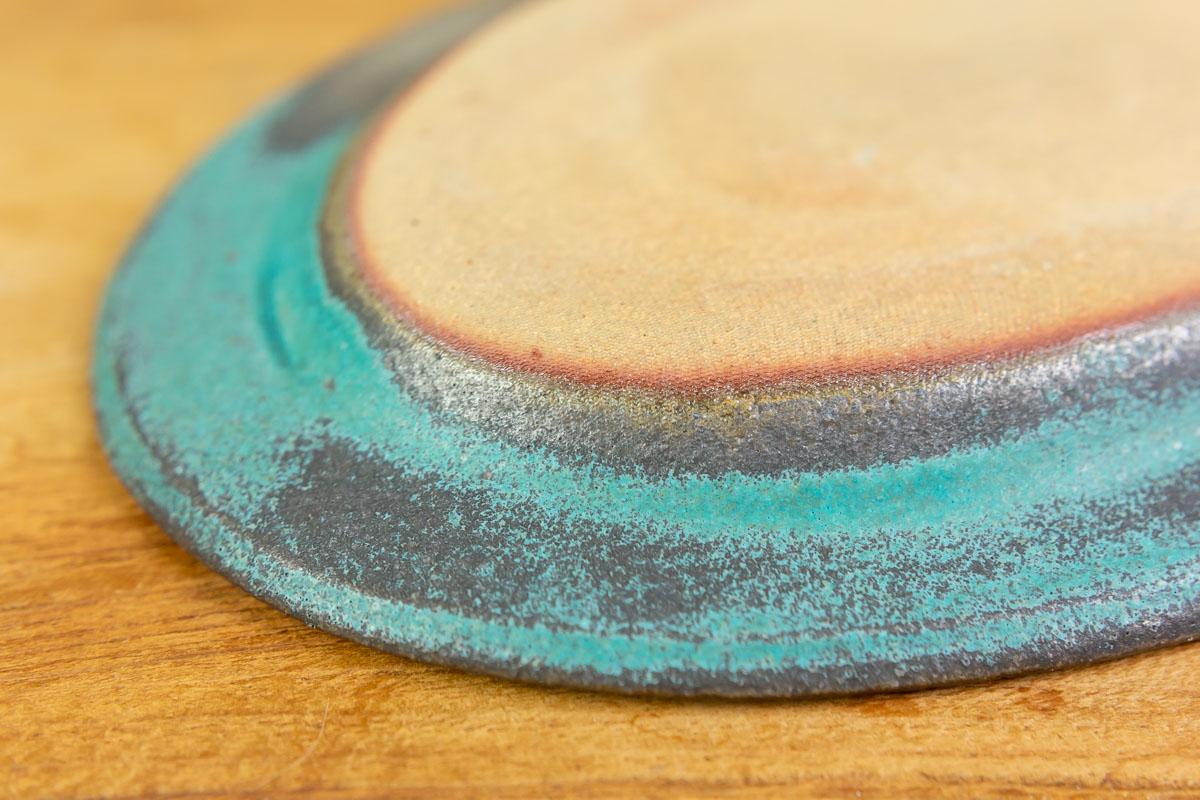 陶器素材の風合いが親しみやすく毎日に取り入れやすい