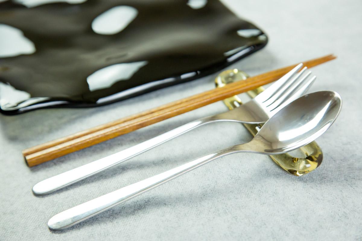 いつもの食卓がさわやかで清潔に スガハラの箸置き ring リング
