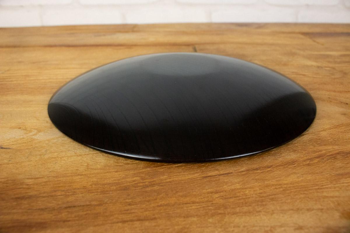 漆塗りの美しさと使いやすい軽さを兼ね備えたお皿