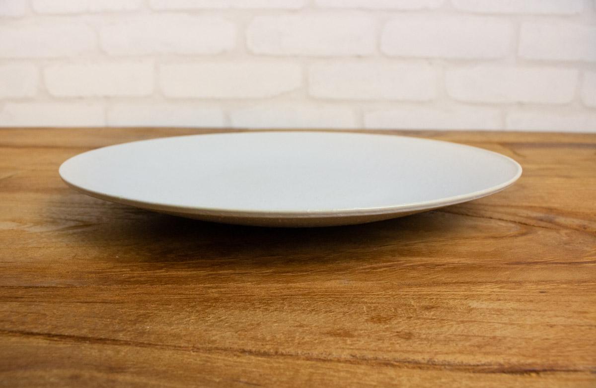 まっしろで平らなお皿ふぶき230