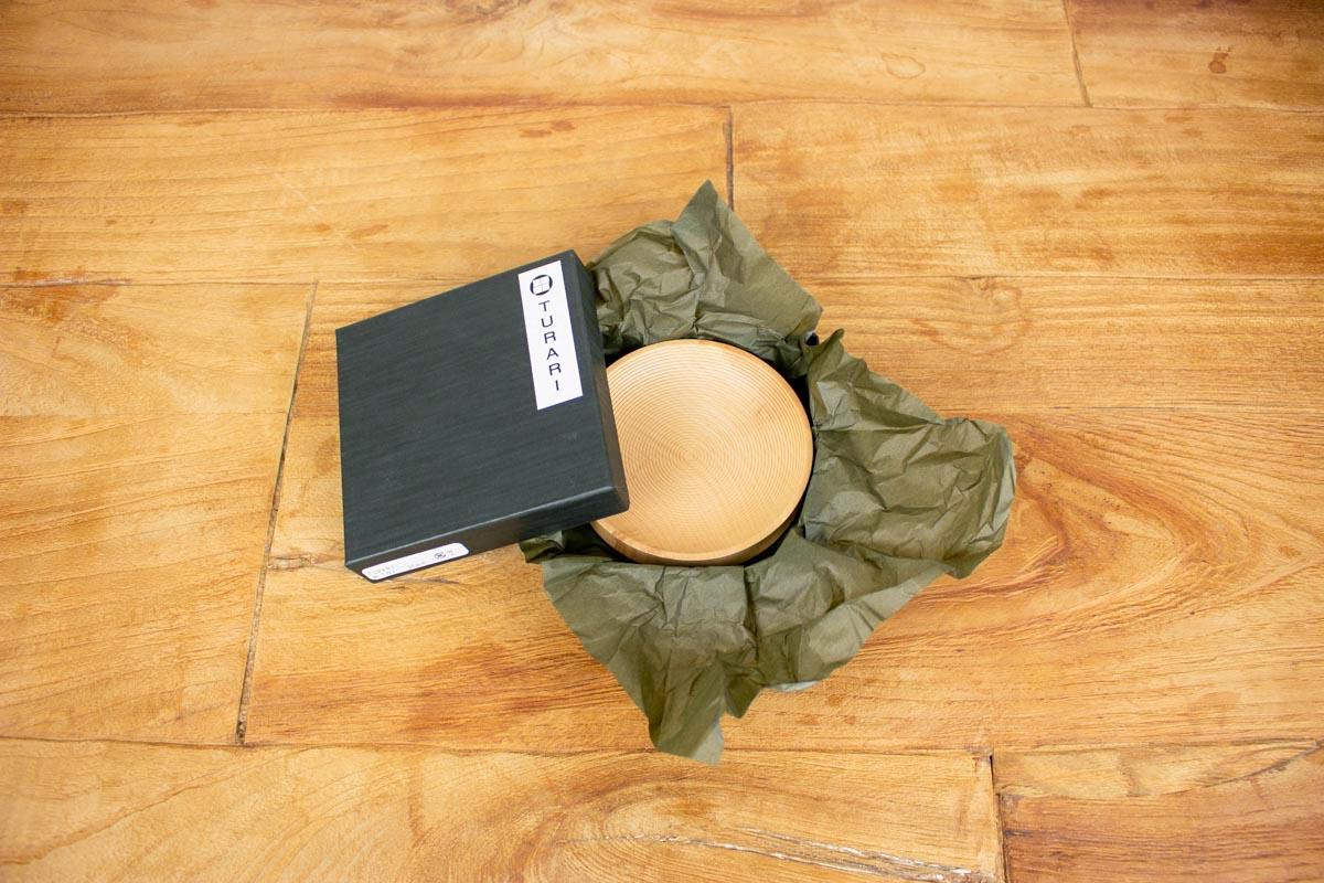 上品な和の雰囲気を演出する 木目と漆の質感が美しい小皿 TSURARI 皿 S