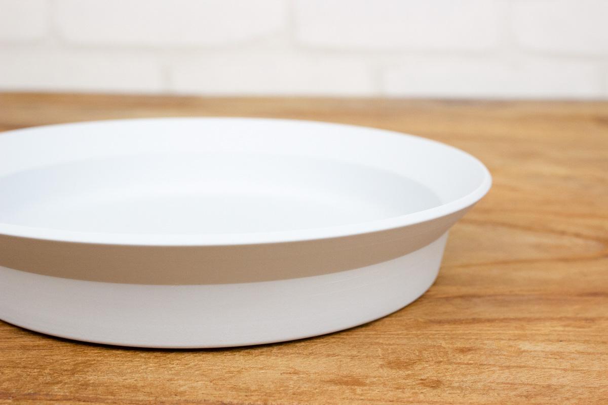 忙しい毎日に機能性に優れたうつわを 和洋選ばない有田焼のTY Round Deep Plate
