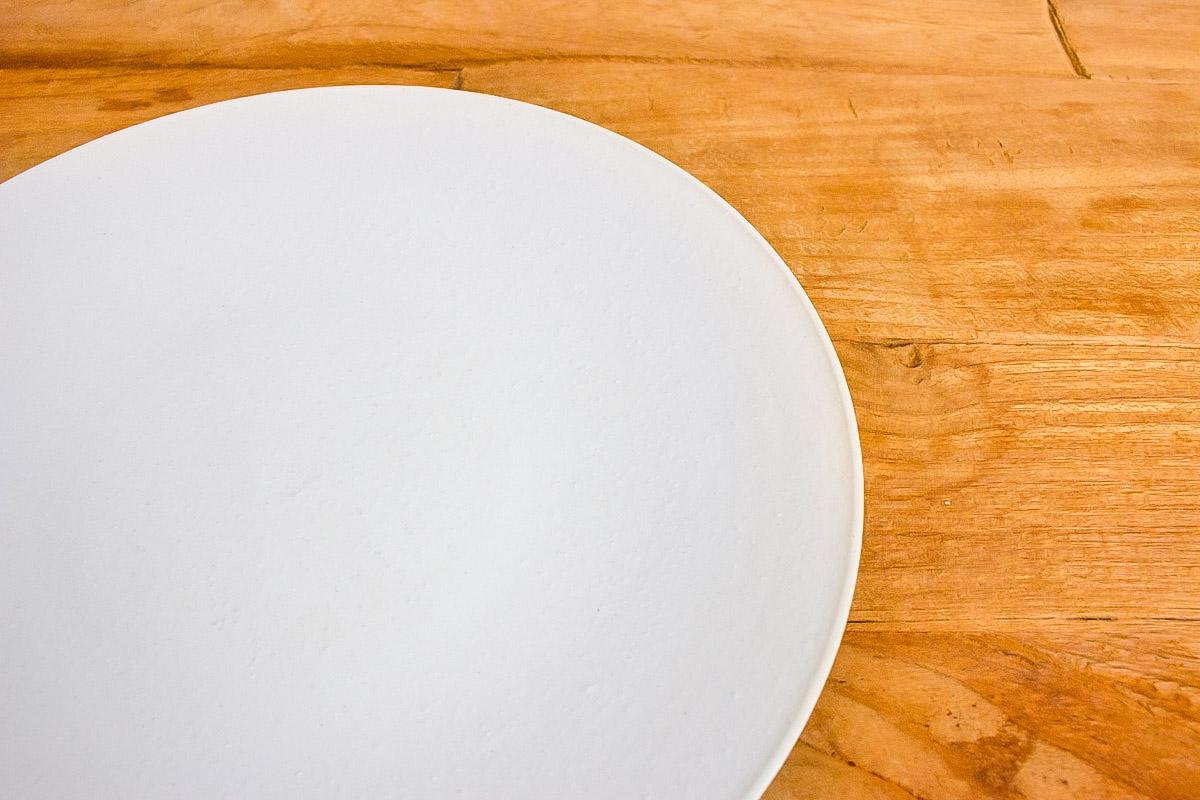 雪景色に浮かぶ料理 和洋選ばず映えるまっ白な平皿 ふぶき 230
