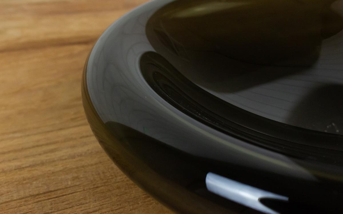 ふんわりしたフォルムが料理を包み、色合いを引き立てる