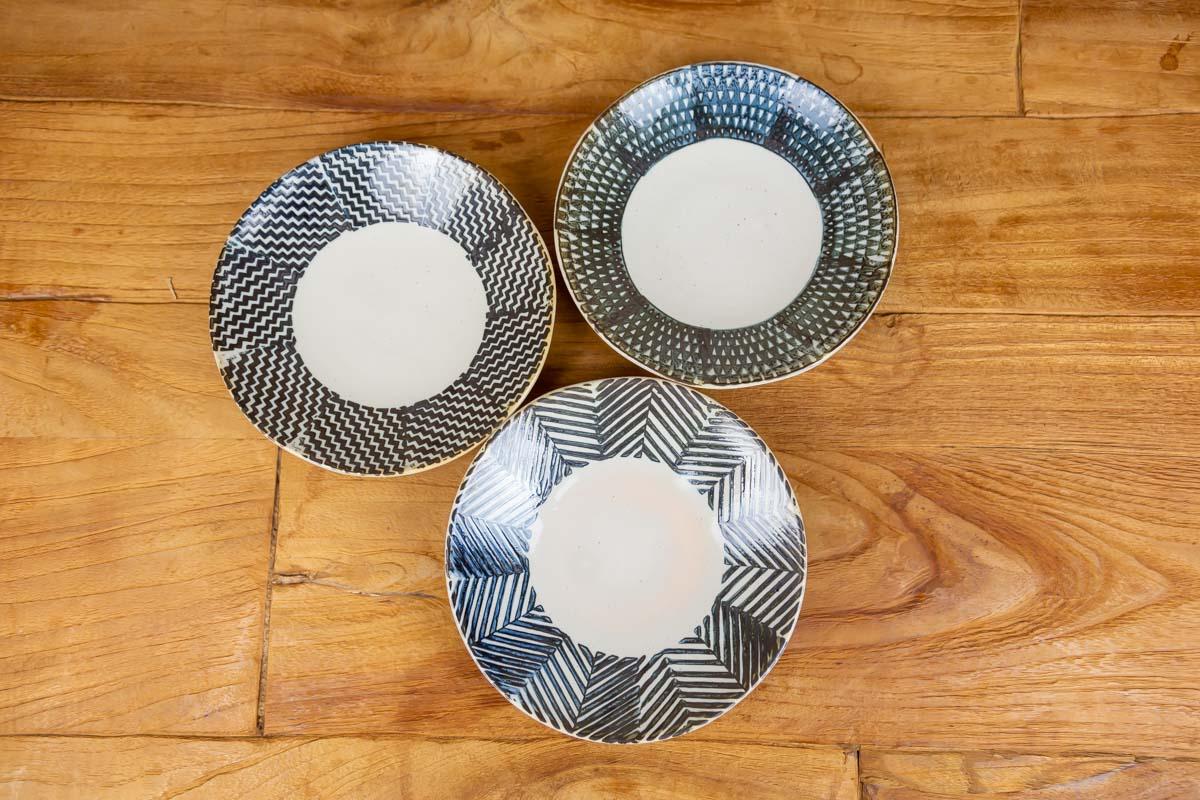 布地をモチーフにした3種類のデザインは食卓にあわせやすい