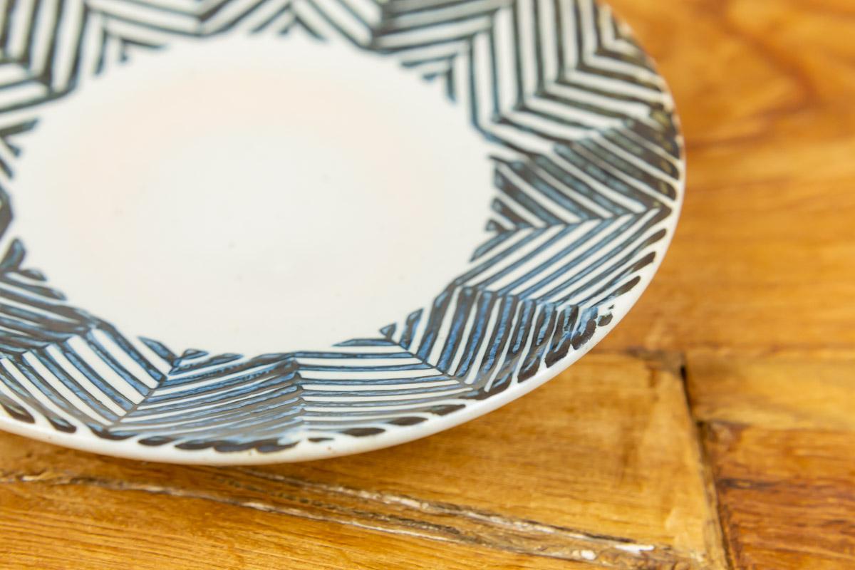 ヘリンボーン柄のお皿