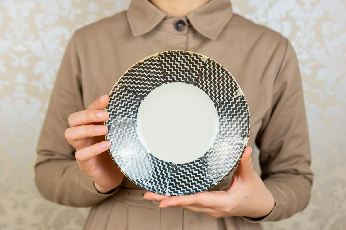 毎日の食卓にあわせやすい布地をモチーフにしたデザインのお皿