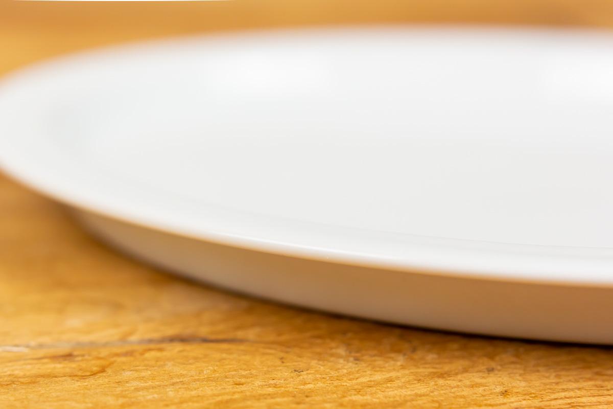 選べるカラバリと使う人を考えたつくりが特徴のお皿「e-プレート」