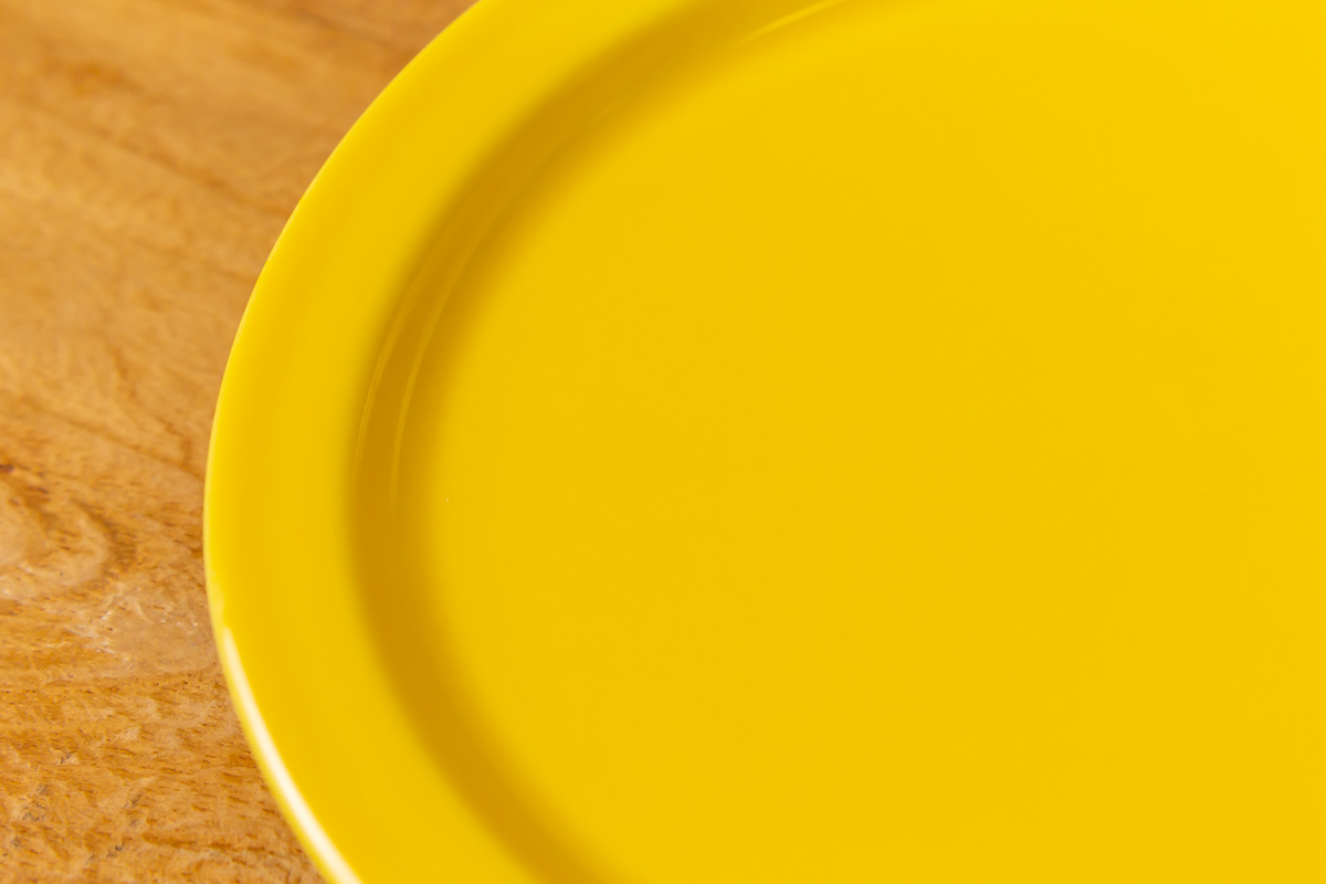 毎日の食卓に好きな色のお皿を取り入れよう