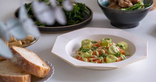 食卓からご縁をつなぐeniシリーズから、1月20日に深皿「eni Rim Plate 」が登場します