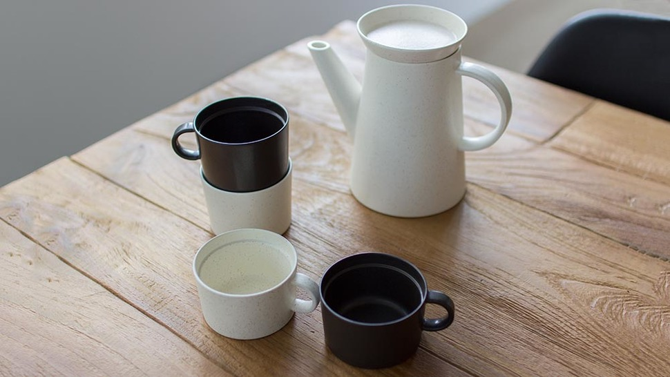シンプルなコーヒーカップでほっと一息