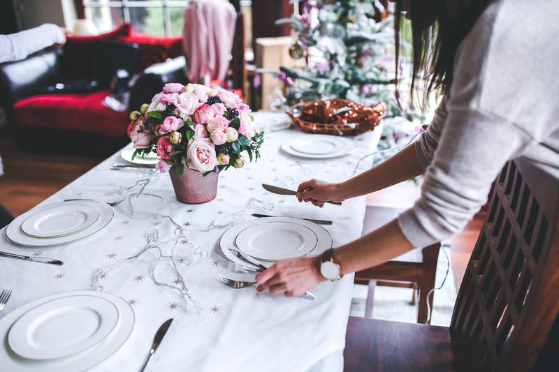 setting dinner