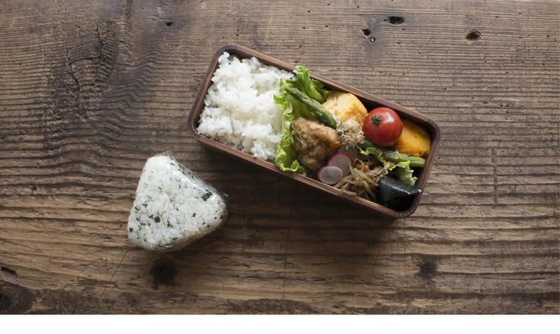 ギフト弁当箱外観写真、もしくはお弁当を食べている人の写真