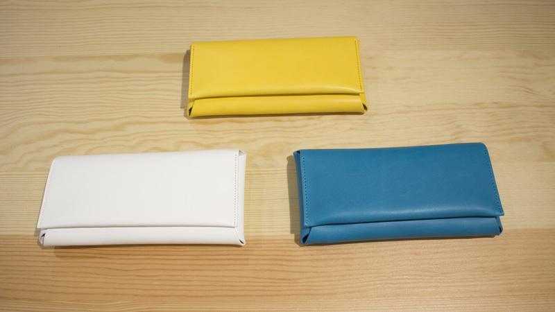 ポップな色の革財布