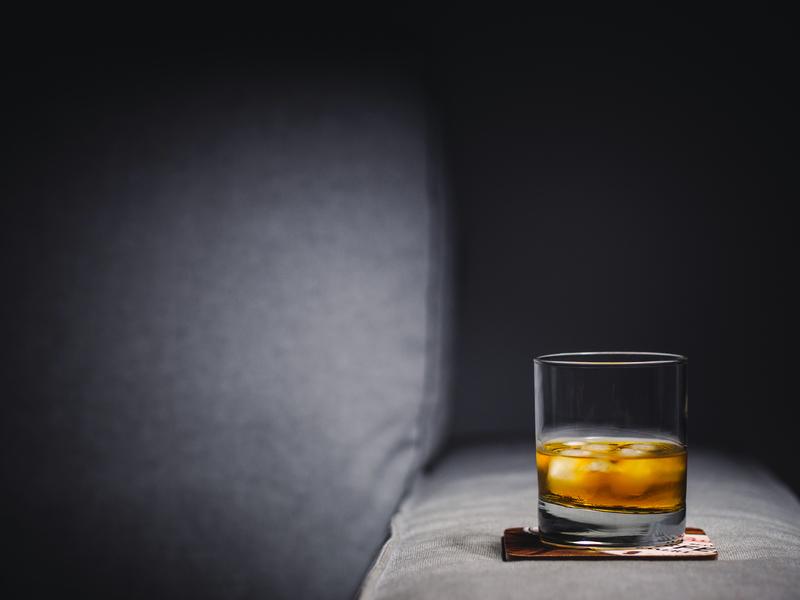 ウイスキーのロックグラス