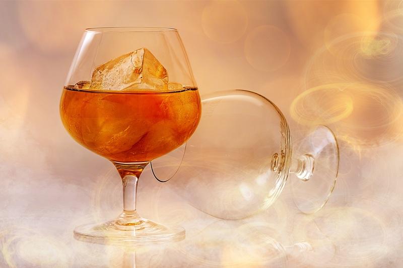 お酒とワイングラス